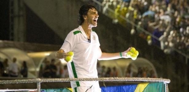 Ex-tenista Gustavo Kuerten recebeu homenagem da Grande Rio na Sapucaí