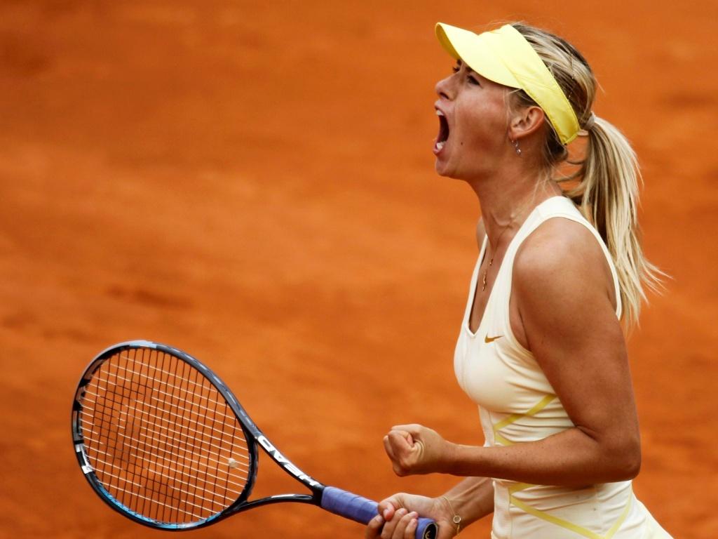 Maria Sharapova comemora vitória sobre Caroline Garcia em Roland Garros (26/05/2011)