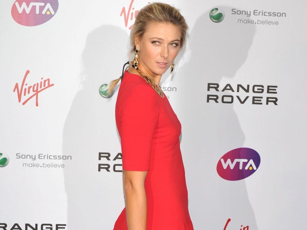 Maria Sharapova em festa de gala de Wimbledon (16/06/2011)