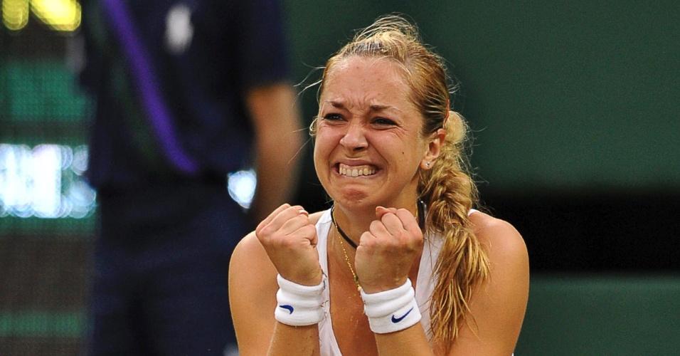 Alemã Sabine Lisick chora após vencer em Wimbledon (23/06/2011)