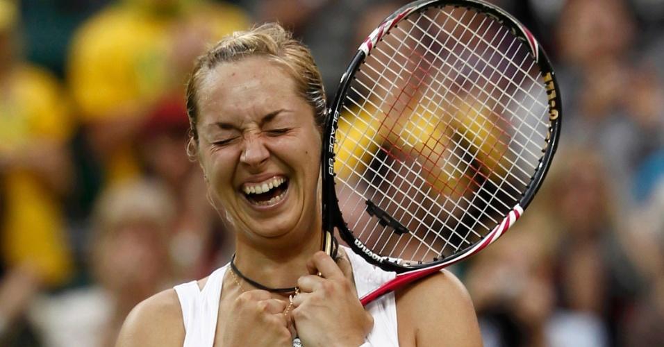 Alemã Sabine Lisicki não se conteve após vitória em Wimbledon e chorou (23/06/2011)
