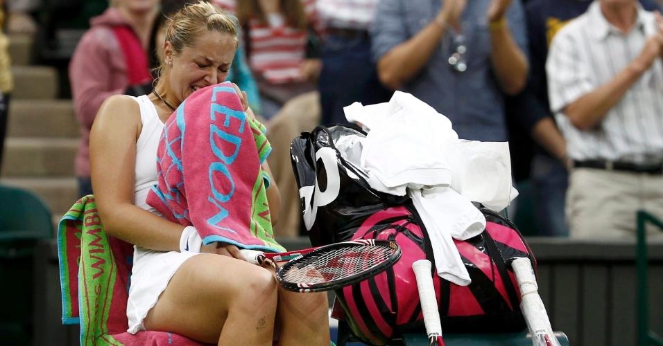 Sabine Lisicki venceu a chinesa Na Li em Wimbledon e chorou copiosamente na comemoração (23/06/2011)