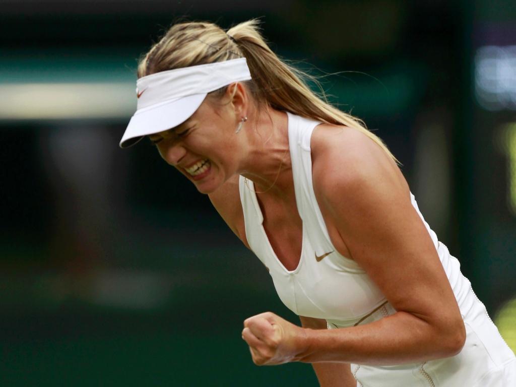 Maria Sharapova comemora ponto na vitória sobre a eslovaca Dominika Cibulkova em Wimbledon (28/06/2011)