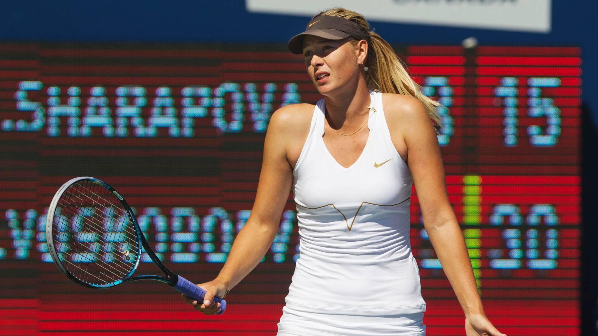 Maria Sharapova reclama de lance durante a derrota para a cazaque Galine Voskoboeva