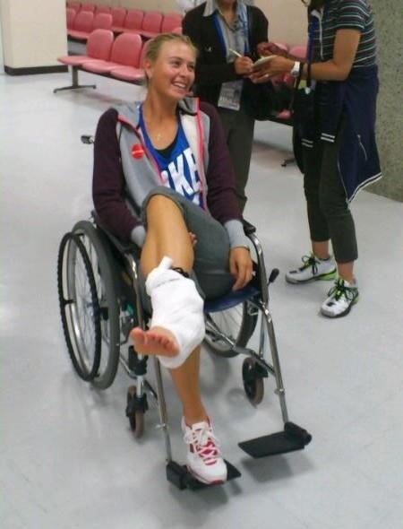 Sharapova publica foto no Facebook após lesão no tornozelo no Torneio de Tóquio