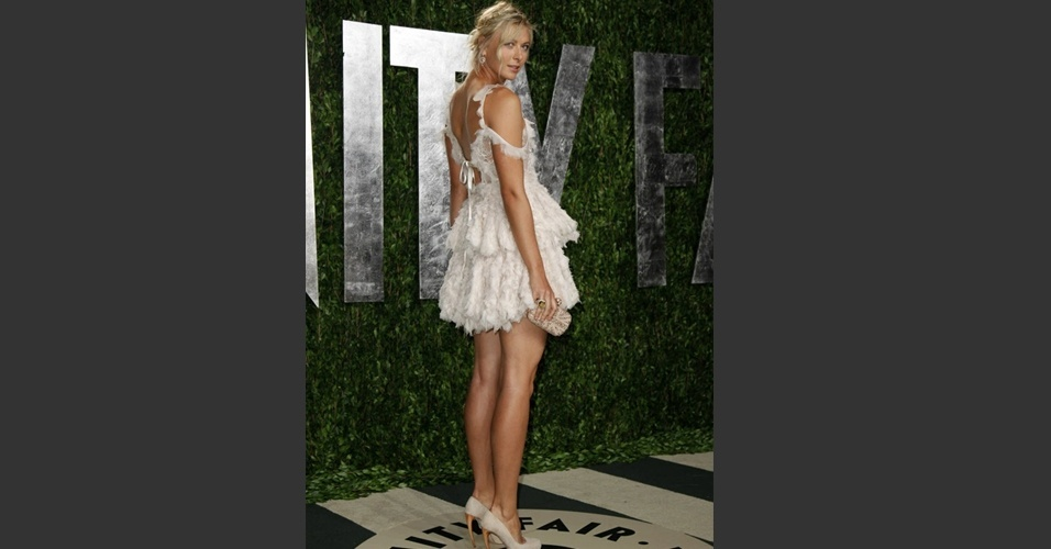 A tenista Maria Sharapova posa para fotógrafos na chegada a uma festa que ocorreu após a cerimônia do Oscar, em Hollywood