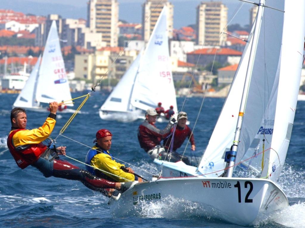 Bernardo Arndt (e), atleta brasileiro classificado para o Pan-2011 no Hobbie Cat 16