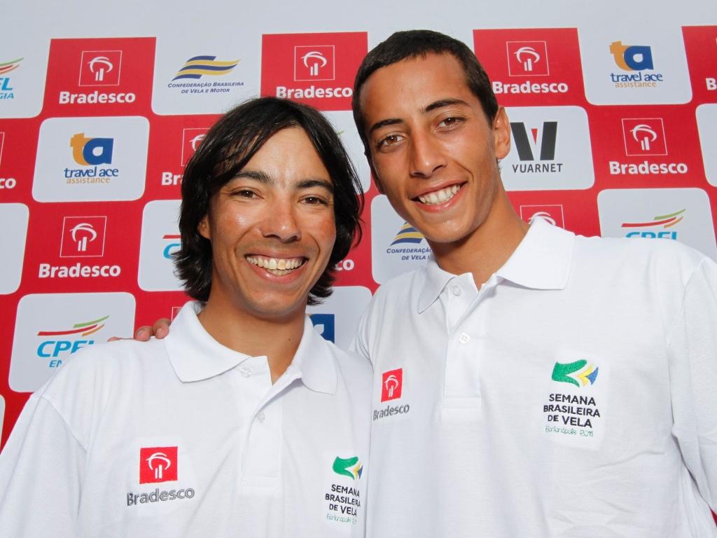 Alexandre Tinoco (e) e Gabriel Borges, brasileiros classificados para o Pan-2011 na categoria Snipe da vela