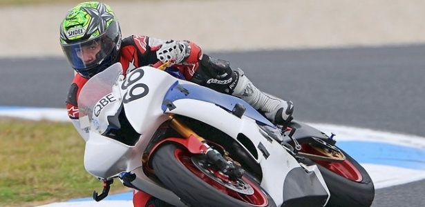 Oscar McIntyre é fotografado durante etapa da Superbike; o piloto de 17 anos morreu após sofrer um acidente na prova na Austrália (25/02/2012)