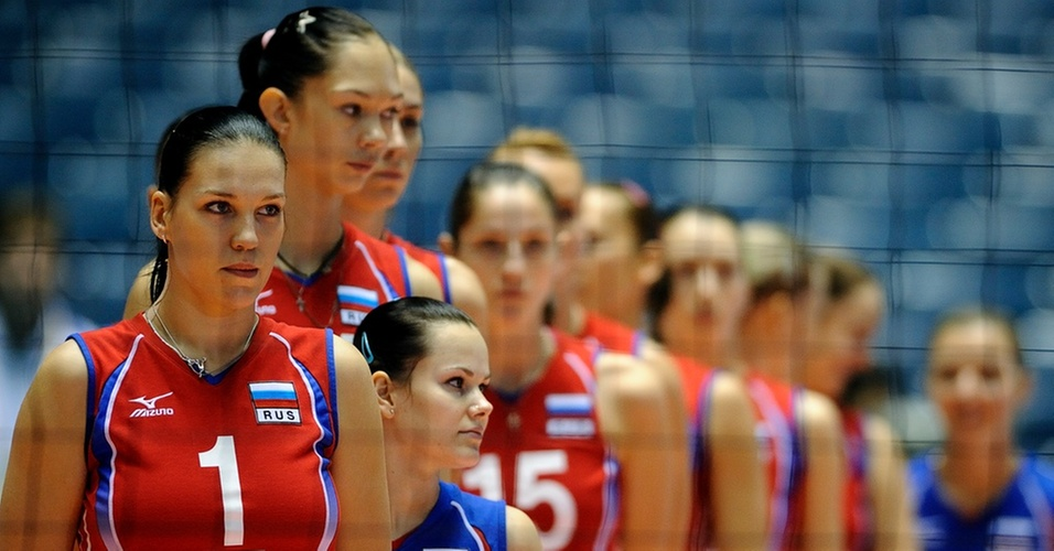 Jogadoras da Rússia se preparam para a partida contra a Sérvia no Mundial feminino