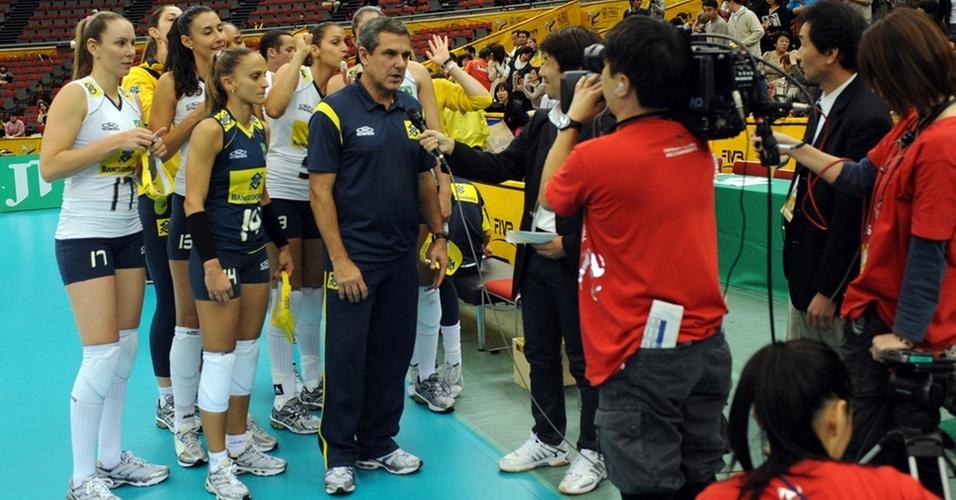 José Roberto Guimarães concede entrevista após a vitória do Brasil sobre a Alemanha no Mundial feminino de vôlei