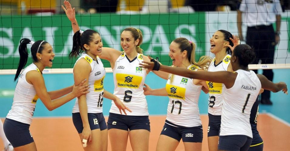 Hepteto brasileiro titular comemora ponto na vitória sobre os Estados Unidos