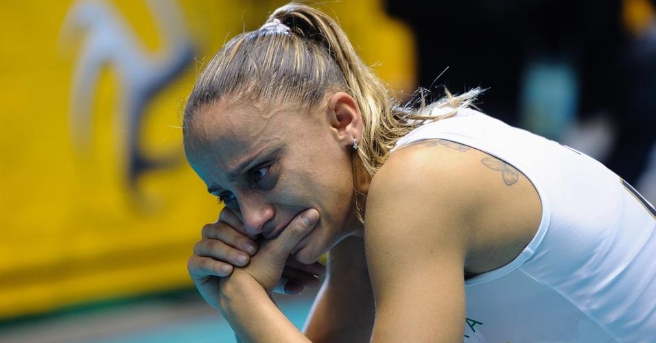 Fabi chora em quadra após derrota do Brasil para a Rússia na decisão do Mundial