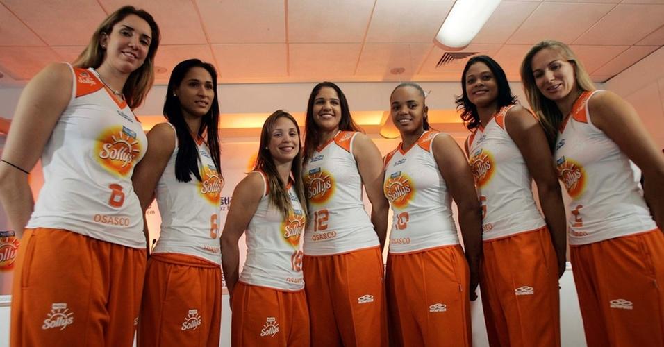 Estrelas do Sollys/Osasco apresentam novo uniforme, que será usado no Mundial de Clubes de Doha