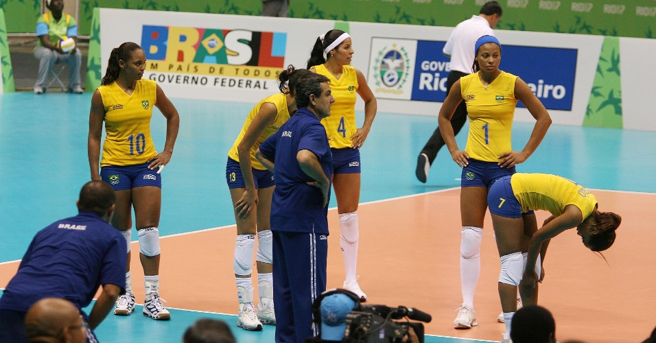 Seleção feminina de vôlei lamenta derrota na final pan-americano no Rio-2007 para Cuba