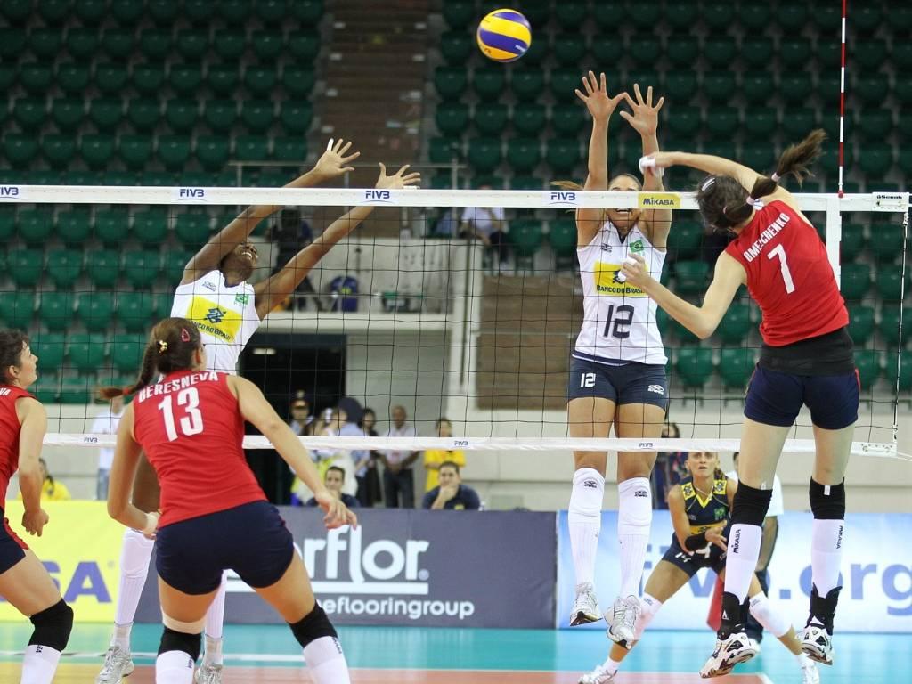 Brasil não teve dificuldades para vencer o Cazaquistão por 3 a 0 pelo Grand Prix (13/08/2011)