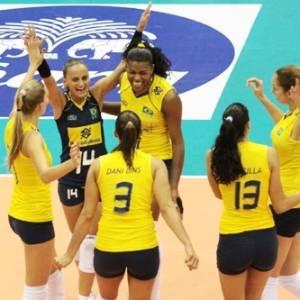 Jogadoras brasileiras comemoram ponto durante a vitória sobre Cuba pelo Grand Prix (19/08/2011)