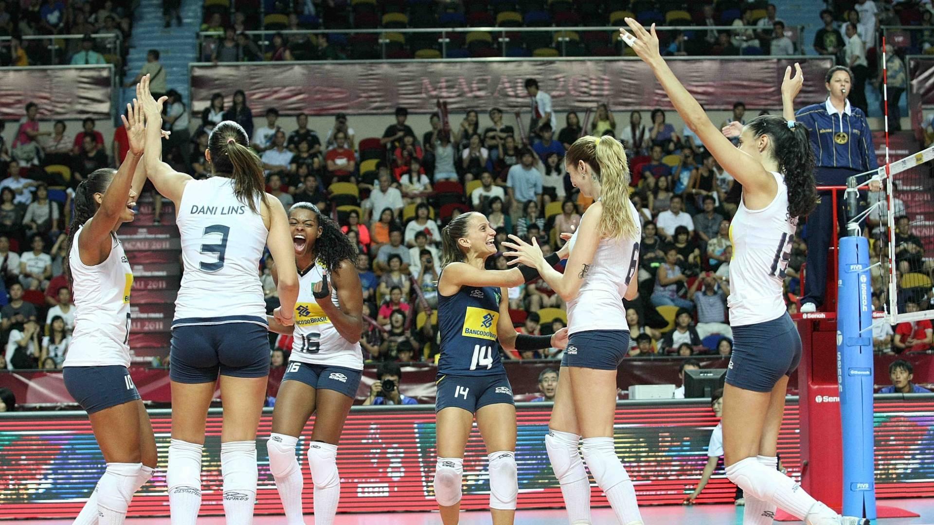 Brasileiras comemoram vitória sobre os Estados Unidos no Grand Prix