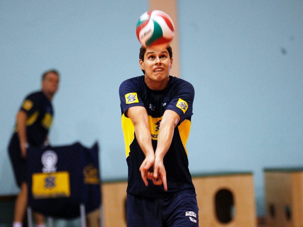 O levantador Bruninho treina com a seleção brasileira de vôlei, para a disputa dos Jogos Pan-Americanos de Guadalajara