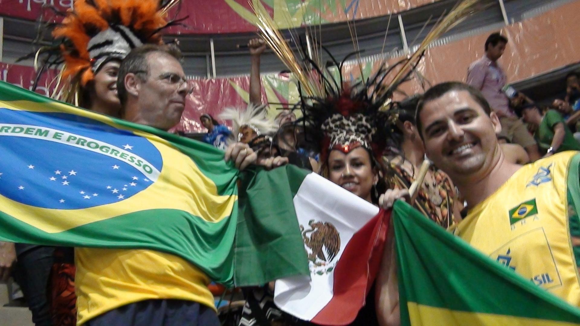 Brasileiro faz torcida local cantar
