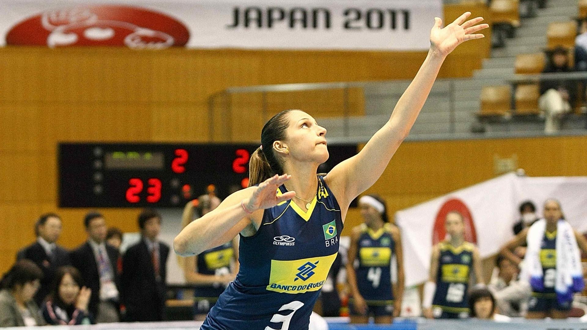 Dani Lins foi uma das poucas titulares da seleção feminina de vôlei que enfrentou o Quênia (05/11/11)