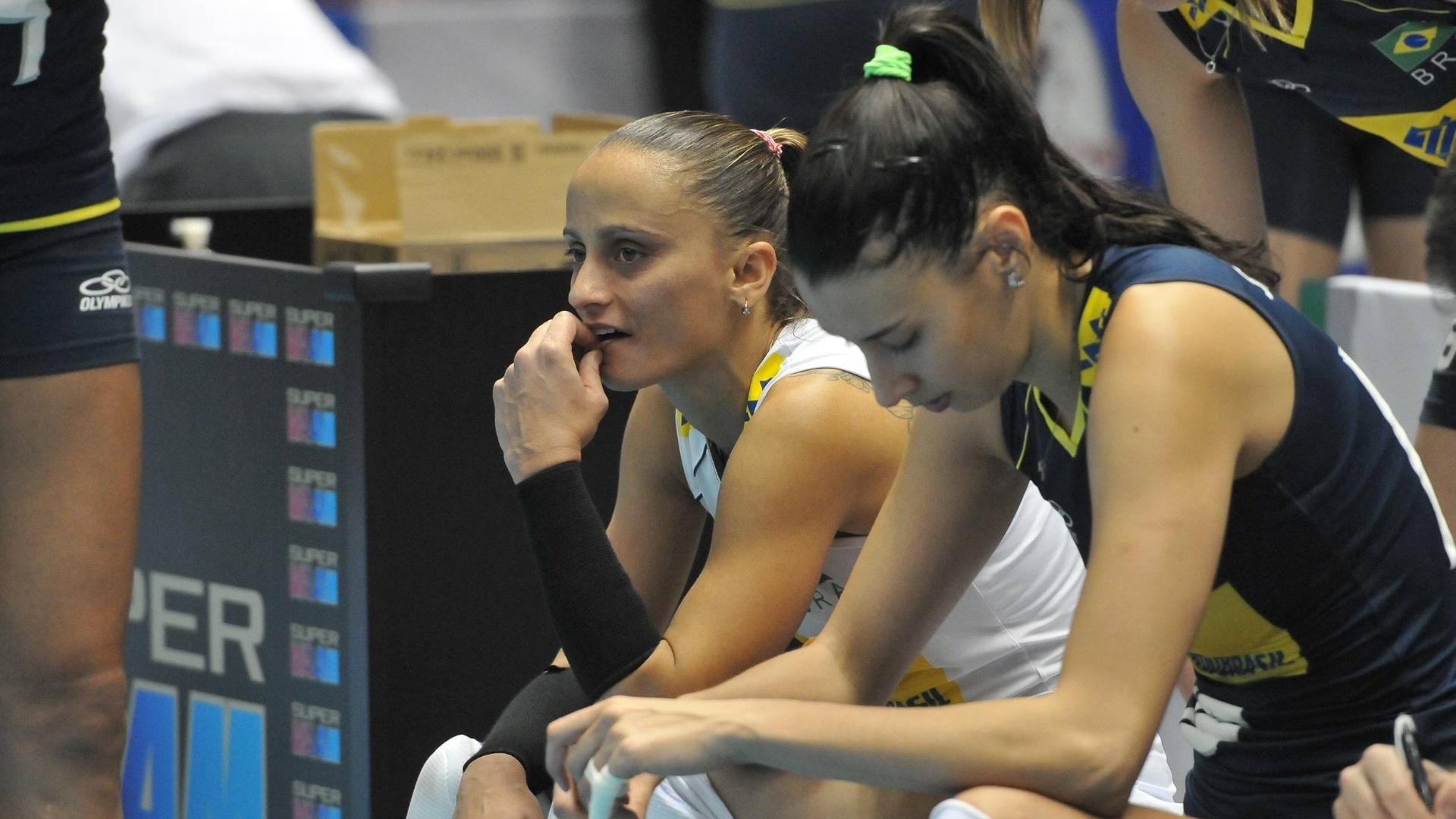 Fabi e Sheilla mostram abatimento após a derrota do Brasil para o Japão na Copa do Mundo (13/11/2011)