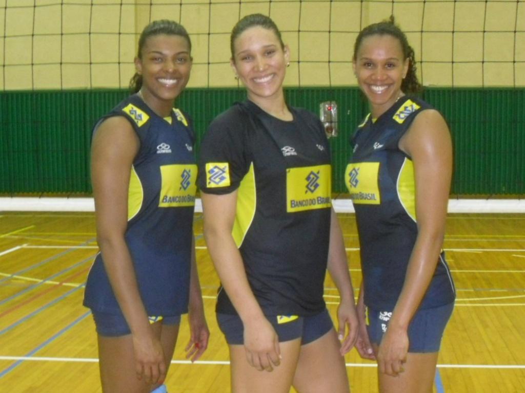 Fernanda Garay (e), Tandara (c) e Juciely, jogadoras da seleção feminina de vôlei