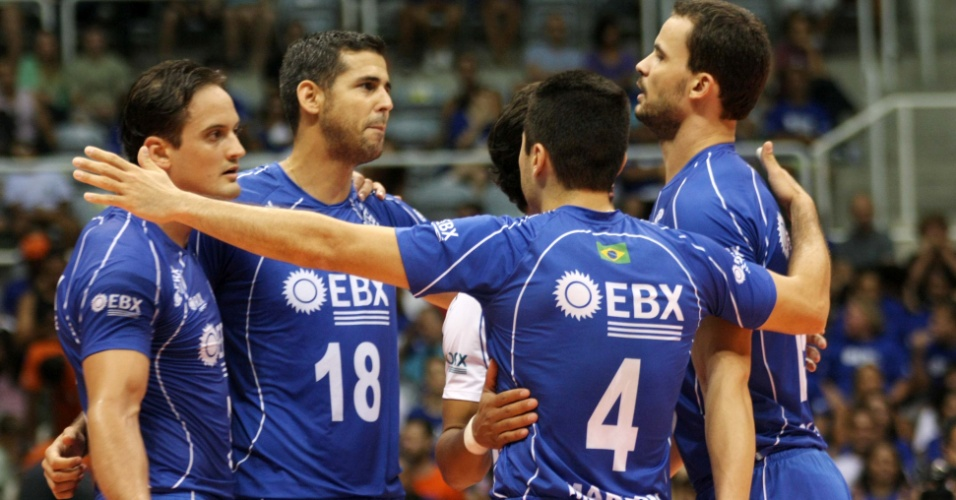 Dante, Marlon, Riad e Lipe, do RJX, comemoram ponto na vitória sobre o UFJF na Superliga